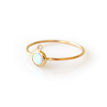 14kt Gold Opal & Diamond Perch Ring