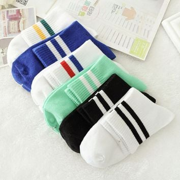 2018NEW Classic Women Girls Two Stripes Cotton Socks Retro Old School Student Hiphop Skate Fashion white harajuku Korean Wholesa