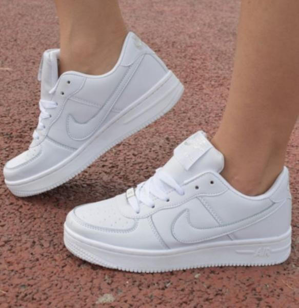 white casual shoes nike