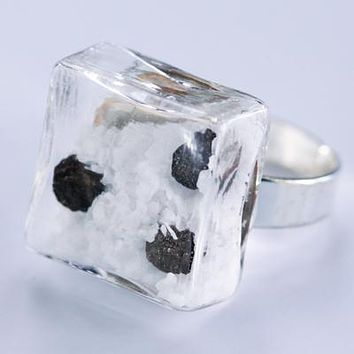 Glass salt and pepper cube ring