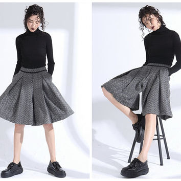 womens culottes,gray culottes,skirt pants,gray shorts,short pants,wool shorts,winter shorts,high waisted short,pleated pants.--E0802