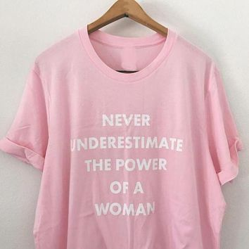 Never Underestimate the Power of a Woman T-Shirt Graphic Funny Letter shirt Casual Tumblr Tops Girl Cotton Feminism Pink tshirts