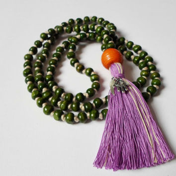 Green Knotted Yoga Mantra Mala Necklace Purple Tassel, Boho chic Japa Mala, Prayer Beads Zen Jewelry, Long Yoga Wrap Necklace hamsa necklace