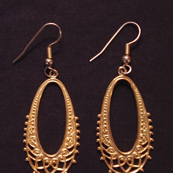 Gold tone boho dangle earring, vintage 90s fashion accessory, womens gypsy fashion, teen trend, pirate garb, Costume jewlery, prom jewlery