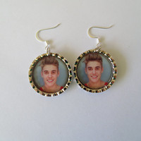 Justin Bieber / Justin Bieber earrings / Justin Bieber mugshot / Bottlecap earrings / Fish hook earrings / cute earrings / earrings