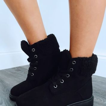 Up The Mountain Boots: Black