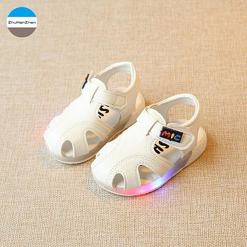 2018 LED lights 1 year old baby boys and girls sandals glowing beach shoes summer breathable newborn soft bottom sports shoes