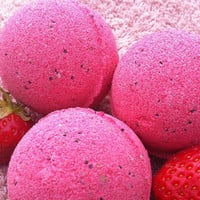 Strawberry Jazz bath bomb