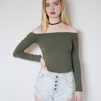 Taren Off Shoulder Ribbed Crop Top (Olive)