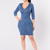 Press Pause Dress - Medium Wash