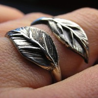 Leaf ring in sterling silver - Made to your size - Ready to be shipped