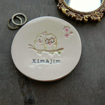 Personalized Little Birds Wedding Ring Holder, Bird Couple Ceramic Ring Dish, Ivory Ring Pillow Custom Ring Bearer Bowl Eco Friendly Pottery