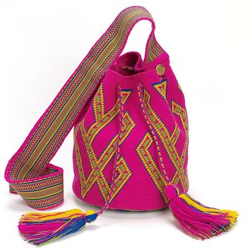 Pasatalouya Medium Wayuu Crossbody Bag - Pink