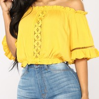 Brinne Off Shoulder Top - Mustard