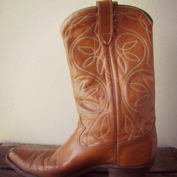 70s embroidered COWBOY boots vintage leather western riding pull on mid calf shoes mens size 10 hippie boho green stitching hipster 1970s