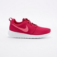Nike Roshe Run Trainers in Burgundy - Urban Outfitters