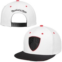 Men's Brooklyn Nets Mitchell & Ness White/Black Double V Snapback Adjustable Hat