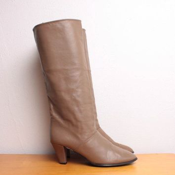 Vintage 1980s Tall Pull On Boots in Taupe Leather by pineapplemint