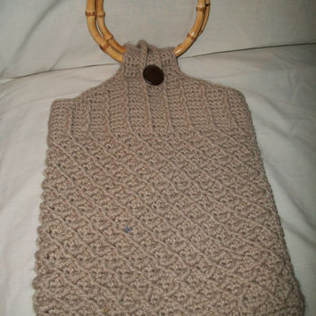 vintage beige crochet purse with bamboo handles