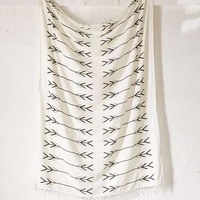4040 Locust Black And White Arrows Tapestry - Urban Outfitters
