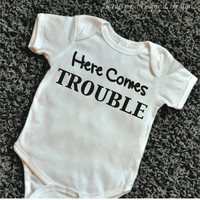 Here Comes Trouble Shirt Baby Bodysuit Kids Shirt Funny Baby Clothes Infant Toddler Shirts Baby Boy Clothes 066
