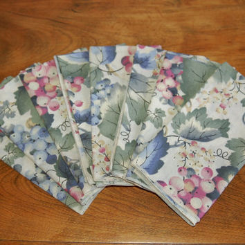 8 Grapes Dinner Napkins, NOS Grape and Grape Leaves Cotton Napkins, Rustic Table Setting, Wine Tasting, Blue Purple Marsala Green