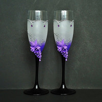 Lilac Wedding Champagne Glasses, Toasting Flutes, Crystals and  Roses, favor gift, wedding decoration, purple and black