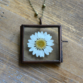Preserved Daisy Flower Necklace Glass Frame Pendant Square Shape Double Sided Glass Hinged Locket Picture Frame with REAL White Flower