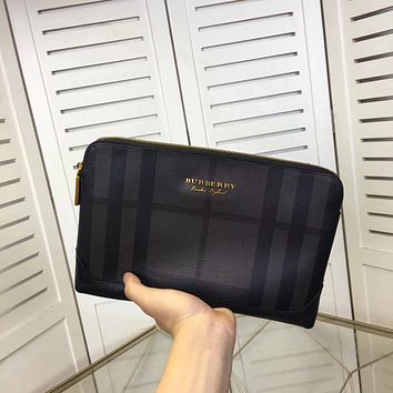BURBERRY MEN LEATHER ZIPPER HAND BAG