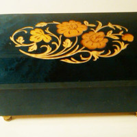 Italian Musical Jewelry Box, Veneer Wood finish,  Inlaid Floral Design, Plays Lady by Kenny Rogers, Lionel Richie, Pink Suede Interior, Nice