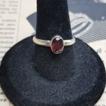 Ruby red oval solitaire Art Glass sterling silver vintage ring size 7
