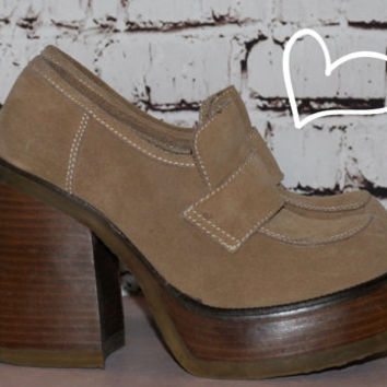 90s suede platform loafers boots shoes heels tan brown leather chunky grunge boho hipster hippie 70s hipster festival 6.5 6