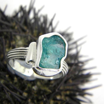 Apatite ring sterling silver, raw apatite gemstone, rough blue crystal stone - striped textured band, cocktail ring size 6.5