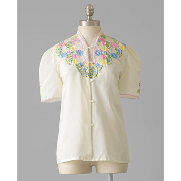 Vintage 1940s Blouse, Eyelet Cut Out Floral Embroidered Blouse, 40s Blouse, Short Puff Sleeve Cream Cotton Top, Spring Summer Shirt, Medium