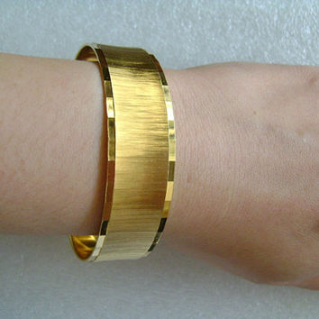 MONET Textured Rich High Shine Golden Finish Gold Plated/Tone Bold Bangle Bracelet Weight 29.5g Fabulous Vintage Fashion Jewelry Accessory!!