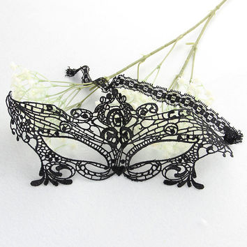 1pcs Sexy Black Lace Hollow Mask Goggles Nightclub Fashion Queen Cutout Eye Masks for Masquerade Party Mask Female