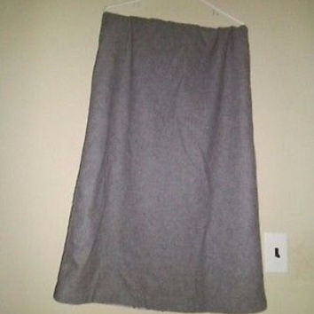 WOMAN'S OLD NAVY GREY WOOL SKIRT SIZE 12; BUTTON ZIP BACK;2 FRONT POCKETS