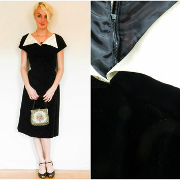 50s 60s vintage wiggle dress / 1950s mid century velvet cocktail dress / Mod big collar little black dress knee length retro rockabilly xs