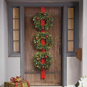 Cordless Holly and Berry Wreaths on Ribbon
