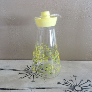 Pyrex Juice Pitcher with Spring Blossom Flowers Green and Yellow Glass Carafe Juice Carafe Water Pitcher Water Carafe Verde Green