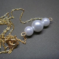 Three Pearl necklace, with gold chain