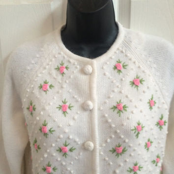Vintage Ivory Rosebud Sweater / 70s Sweater / Cardigan / Spring