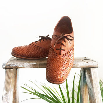 Vintage 1950's 1960's Mens Cognac HUARACHES Wooden Shoes || Honey Brown Leather Mexican Tarascos Brogues || Dancing Shoes || Mens 9.5