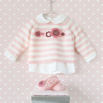 Knitting striped sweater and shoes for baby girl with felt flowers. 100% wool. Newborn.
