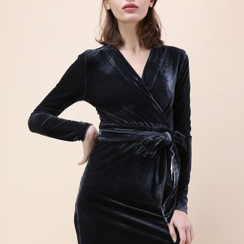Shining Glamour Velvet Dress in Dark Blue