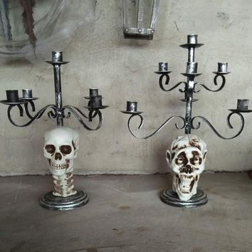 *Metal Skull Candle Holder for Horror Halloween Decoration
