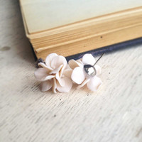 ivory earrings, ivory studs, hydrangea earrings, hydrangea studs, fake hydrangeas, hydrangea blooms, ivory flower studs, hydrangea jewelry