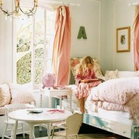 http://i1136.photobucket.com/albums/n496/haleyk7111/2love/homes/girls%20bedroom/3b56e7f6e12a.jpg?t=1311397937