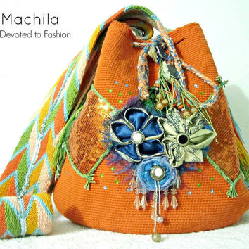 Mochila bag Wayuu embellished with stones and insets.