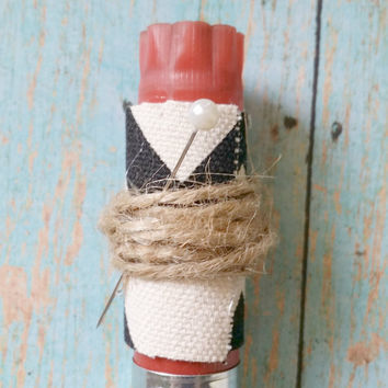 Chevron Boutonniere / Affordable Wedding / Burlap Wedding / Jute Wedding / Rustic Boutonniere / Country Chic Wedding / Bullet Boutonniere
